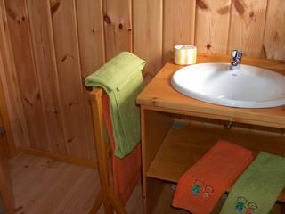 Baños de estilo rústico de RUSTICASA Rústico Madera Acabado en madera