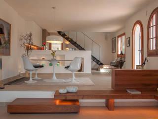 El salón y el comedor: Comedores de estilo  de Rardo - Architects