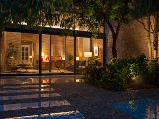 La terraza por la noche - Sitges: Terrazas de estilo  de Rardo - Architects