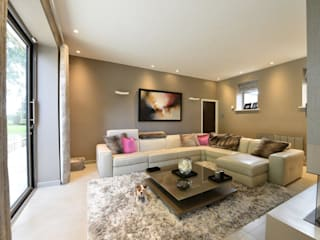 Mr & Mrs McIver:  Living room by Diane Berry Kitchens