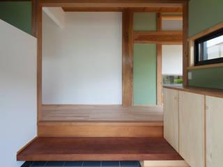 亞洲風玄關、階梯與走廊 根據 株式会社 井川建築設計事務所 日式風、東方風