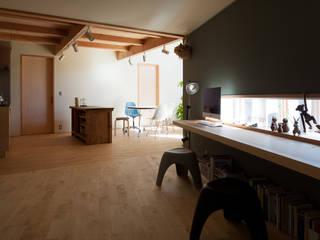 现代客厅設計點子、靈感 & 圖片 根據 株式会社 井川建築設計事務所 現代風