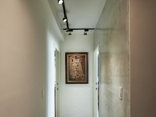Modern corridor, hallway & stairs by 第宅空間設計 Modern