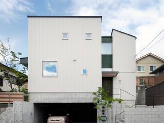 向陽台の家 モダンな 家 の 樋口章建築アトリエ モダン