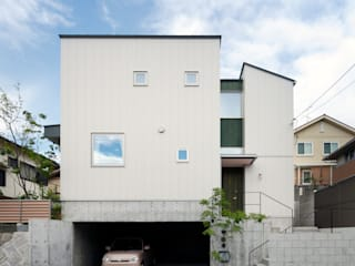 Houses by 樋口章建築アトリエ, Modern