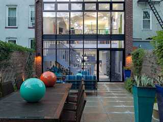 Carroll Gardens Townhouse andretchelistcheffarchitects 現代房屋設計點子、靈感 & 圖片