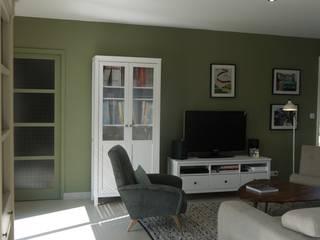 Décoration d'une pièce de vie - maison d'habitation: Salon de style de style eclectique par Conseil Déco & Création