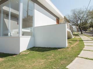 03 Casas minimalistas por ROMÃO PONTES ARQUITETURA LTDA Minimalista