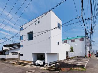 店沿いの家: 長井建築設計室が手掛けた家です。