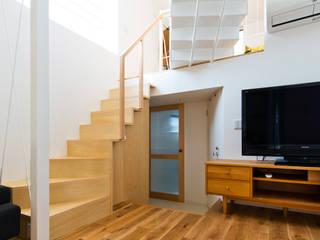 店沿いの家: 長井建築設計室が手掛けたリビングです。