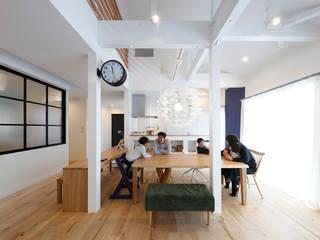 Scandinavian style dining room by atelier m Scandinavian