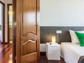 CASA EN CASTELO - SADA: Dormitorios de estilo clásico de MORANDO INMOBILIARIA