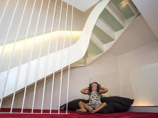 Pasillos, vestíbulos y escaleras de estilo ecléctico de Arch. Antonella Laruccia Ecléctico