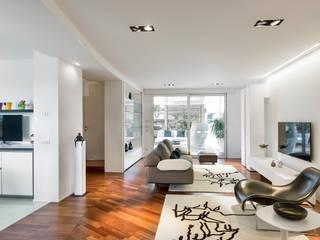 Ristrutturazione casa a schiera Soggiorno minimalista di Arch. Antonella Laruccia Minimalista