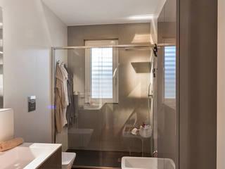 Casas de banho minimalistas por Arch. Antonella Laruccia