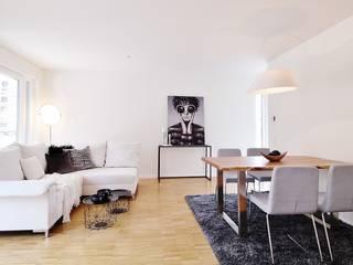 Musterwohnung Bremen Überseestadt Nicole Schütz Home Staging WohnzimmerHocker und Stühle Weiß