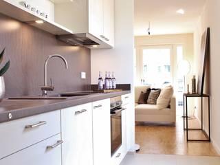 Musterwohnung Bremen Überseestadt Nicole Schütz Home Staging KücheSchränke und Regale Weiß