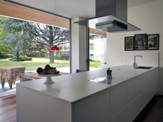 Villa Sondrio Cucina moderna di CN Arredamento Design Srl Moderno