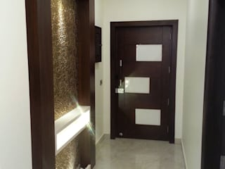 Silver Oaks Gurgaon Modern corridor, hallway & stairs by Radian Design & Contracts Modern