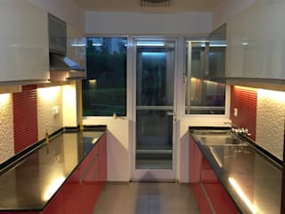 Vatika City - Gurgaon Modern kitchen by Radian Design & Contracts Modern