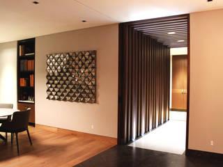 Pasillo: Pasillos y recibidores de estilo  por Avant Group