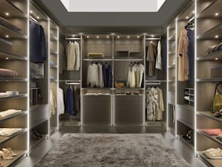 Begehbare Ankleide mit Beleuchtung:   von Bauer Schranksysteme GmbH