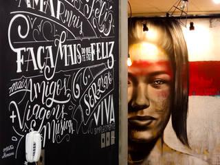 Loft • Lettering na parede por Aldric Bonani Moderno