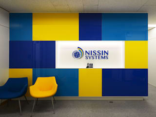 NISSIN SYSTEMS Collaboration Salon CoCoNa -心結- 関口太樹+知子建築設計事務所 オフィスビル ガラス 黄色
