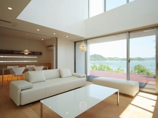 SEE SEA HOUSE (海が見える家) 北欧デザインの リビング の MITSUTOSHI OKAMOTO ARCHITECT OFFICE 岡本光利一級建築士事務所 北欧