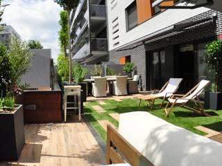Balcones y terrazas de estilo moderno de ésverd - jardineria & paisatgisme Moderno