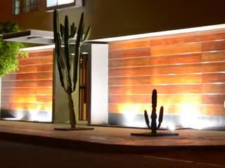 Fachada de Oficinas:  de estilo  por Mauriola Arquitectos
