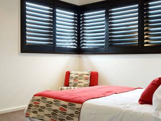Chambre moderne par TWO Australia Moderne
