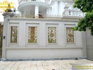 Bông gió nhôm đúc:  Biệt thự by Cổng nhôm đúc Thiên Thanh Bảo
