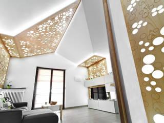 Living 01: Soggiorno in stile in stile Moderno di atelier qbe3