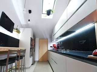 Cucina 01: Cucina in stile  di atelier qbe3