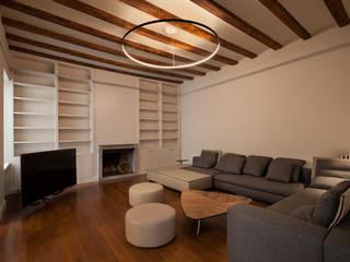 Reforma en el barrio Gótico: Salones de estilo  de Isa de Luca