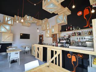 Interior view: Bar & Club in stile  di atelier qbe3