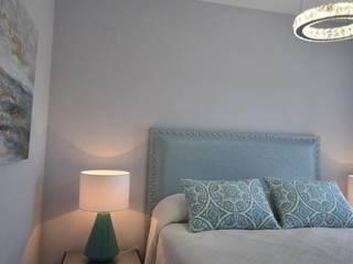 :  Bedroom by Mobile & Diseño | Interior Design Marbella