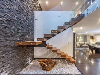 Casa Cumbres del Zamorano Pasillos, vestíbulos y escaleras modernos de SANTIAGO PARDO ARQUITECTO Moderno