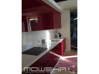 Vermelho no verde de Azeitão Cozinhas modernas por Mowsha tek Design Lda Moderno