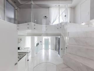 Ingresso: Ingresso & Corridoio in stile  di Morelli & Ruggeri Architetti