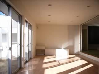 一宮の家 モダンデザインの リビング の 奥田建築設計事務所 モダン