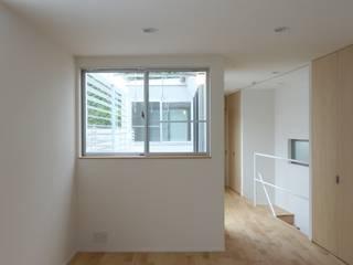 松ヶ鼻の家 モダンデザインの リビング の 奥田建築設計事務所 モダン