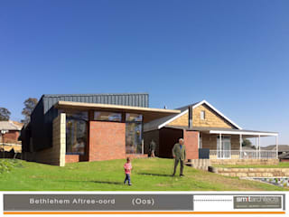 Proposal for a renovation and new retirement unit, Bethlehem, Free State, South Africa. Building process: old sandstone house completed July 2017 and new unit (left on photo) almost finish.:   by Sm!t Architects