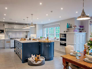 Mr & Mrs G, Hurley Raycross Interiors Built-in kitchens Grey