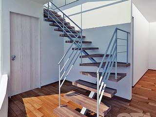 Escalera Pasillos, vestíbulos y escaleras minimalistas de Soluciones Técnicas y de Arquitectura Minimalista