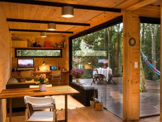 Giselle Wanderley arquitetura Ruang Keluarga Gaya Industrial Kayu Wood effect