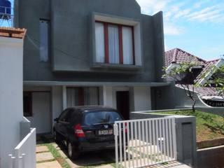 Exterior Rumah:  Rumah tinggal  by Parametr Architecture