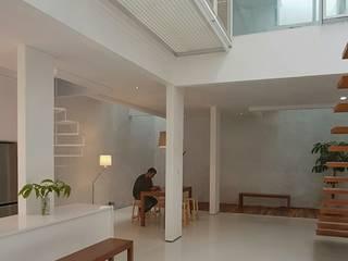 Heavy Rotation House Parametr Architecture Ruang Keluarga Modern Besi/Baja White