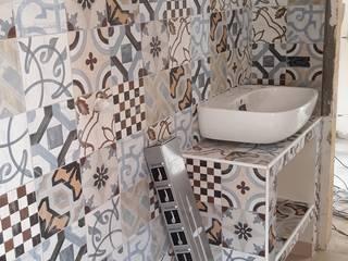 RISTRUTTURAZIONE CASA AL MARE: Bagno in stile  di Andrea Magnoni Architetto, Minimalista